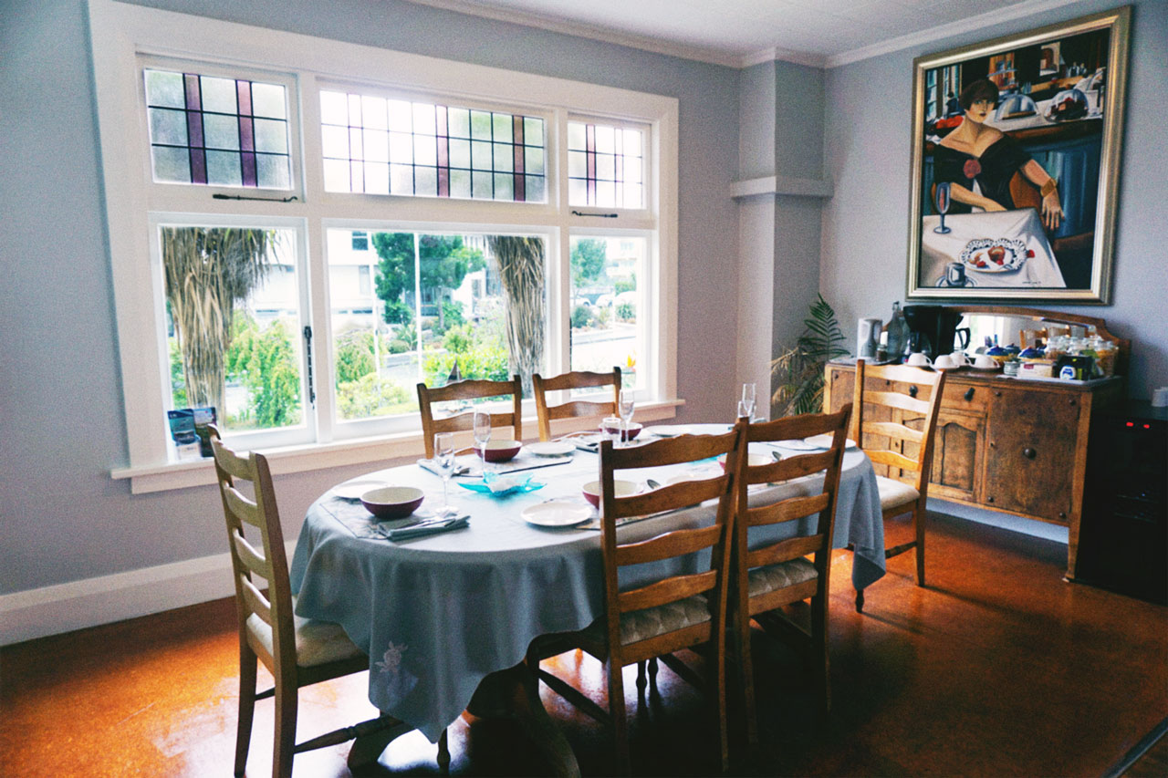 Lounge dining table painting view