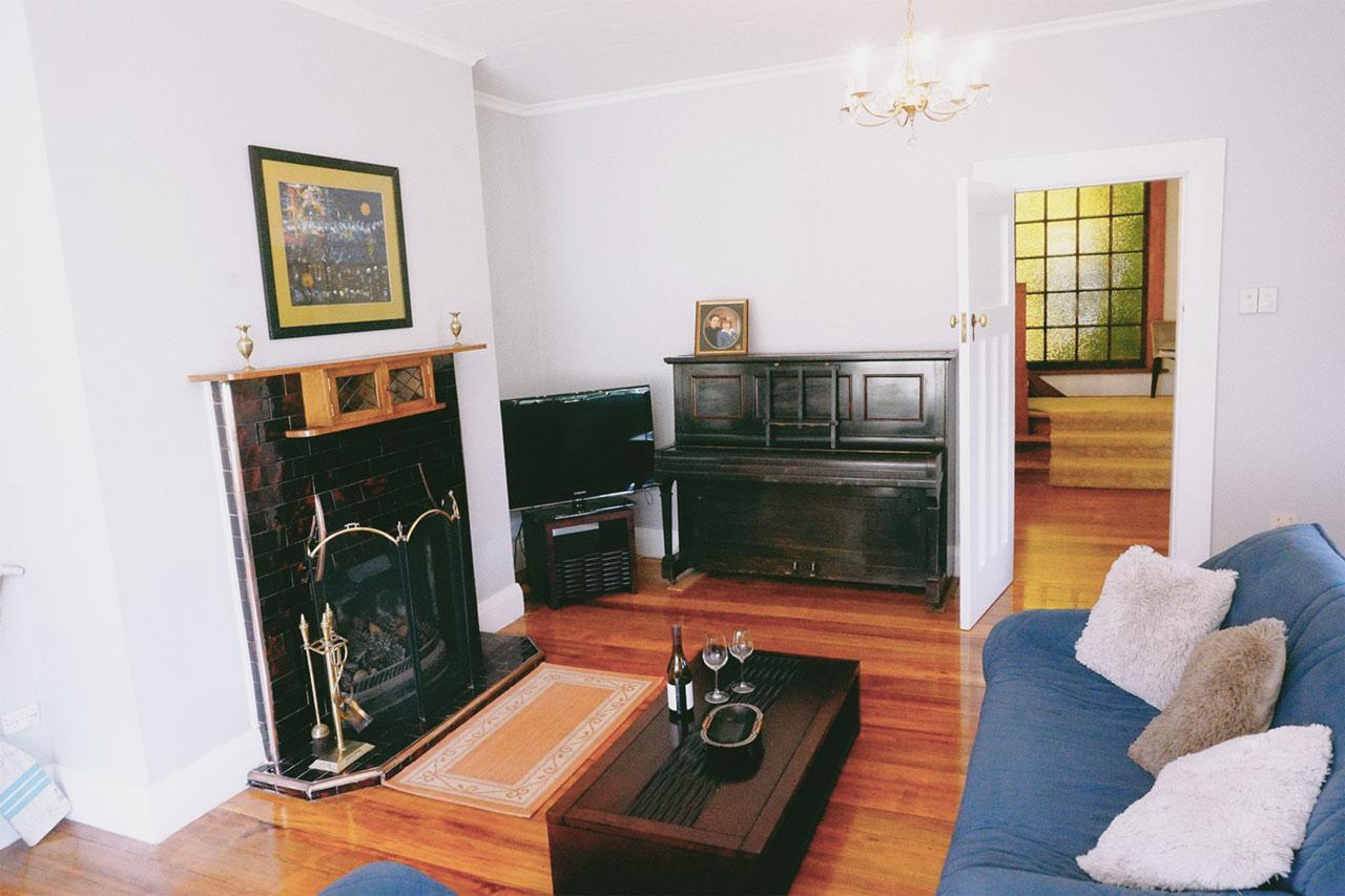 Lounge piano doorway view